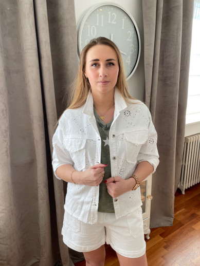 Veste blanche broderie anglaise