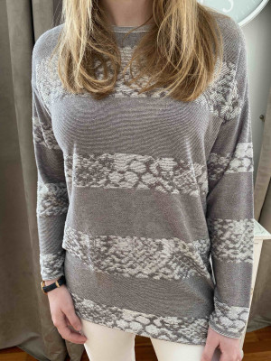 Pull taupe et python